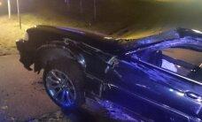 В Тартумаа пьяный водитель BMW сбил дорожный знак и перевернулся