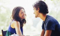 Mees, õpi naiste kehakeel selgeks: 5 märki, et ta on sinust huvitatud