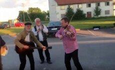 VIDEO: Pühapäevases praamijärjekorras sai Kukerpillide saatel tantsida