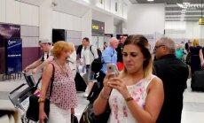 """VIDEO: Täismäng! Romantiline abieluettepanek lennujaamas koos """"turvameeste"""" ja tantsutrupiga"""