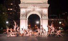Обнаженные танцоры на фоне мировых достопримечательностей
