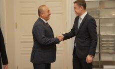 DELFI FOTOD: Türgi välisminister Mevlüt Çavuşoğlu kohtub peaminister Taavi Rõivasega