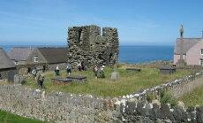 Koht, kust põrgusse ei lähe: Saarel elab vaid neli inimest, aga maetud on sinna 20 000