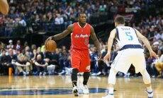 VIDEO: NBA ajaloo üks lühemaid mängijaid jooksis 218-sentimeetrise vastase jalge vahelt läbi