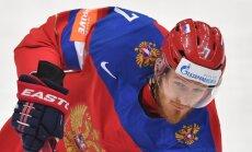Хоккеист сборной России ради певицы бросил жену с сыном