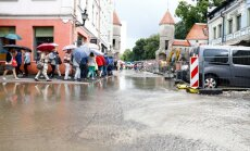 DELFI FOTOD ja VIDEO: Tallinnas hakkas jälle kõvasti vihma sadama, vanalinnas tekkis väike uputus