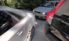 DELFI VIDEO JA FOTOD: Iga aasta sama jama: rannalistest parkimishuligaanid eiravad Vääna-Jõesuus liikluskorraldusi