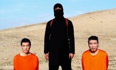 Tapeti Kenji Goto (vasakul)