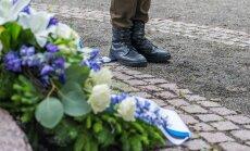 Tallinnas Lindamäel juuniküüditamise mälestuseks toimunud tseremoonial asetati Linda kuju jalamile mälestuspärjad
