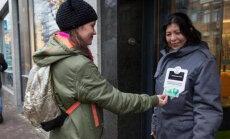 В Амстердаме бездомные начали принимать милостыню с банковских карт