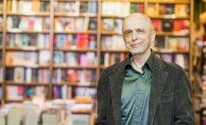 Mihkel Mutt tutvustas oma uut romaani Rahva Raamatu ostuööl.