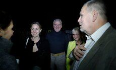 DELFI VIDEOD JA FOTOD: Savisaare võitluskaaslased kogunesid dramaatilise päeva lõpus Hundisilmale kohvi jooma