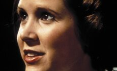 Carrie Fisher (pildil) tunnistas hiljem, et talle ei meeldinud ikooniliseks kujunenud Leia soeng, kuid ta ei julgenud seda välja öelda, kuna kartis, et George Lucas vallandab ta.
