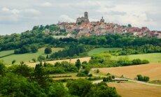 Künka otsas asuva Vézelay külakese peamine tõmbenumber on kloostrikirik.