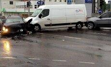 DELFI FOTOD ja VIDEO: Tallinnas hommikusel tipptunnil toimunud avarii tekitas hiigelummikud