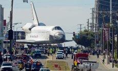 Kosmosesüstik Endeavour leidis parkimisplatsi Los Angeleses.