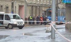 DELFI FOTOD: Pommipaanika tõttu pandi Tallinna kesklinnas tänav kinni, bussiliiklus suunati ümber