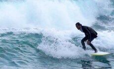 VIDEO: Märgülikonnaga surfama - sellisega, mis näebki välja nagu ülikond!
