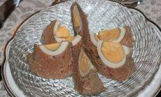 Hakklihast päevalilled serveerige sektoriks lõigatuna, soovi korral võib peale valada hapukoore-majoneesikastme.