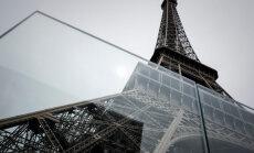 ВИДЕО: Вокруг Эйфелевой башни возводят стеклянную стену от террористов