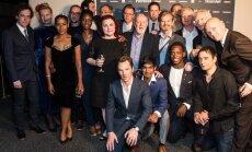 """Barbicani teatri """"Hamleti"""" trupp / Cumberbatch esiplaanil, Vares taga keskel"""