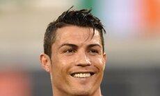 VIDEO: Habemikuks maskeerunud Ronaldo kõksis tänaval palli, kogus annetusi ning üllatas pisikest fänni