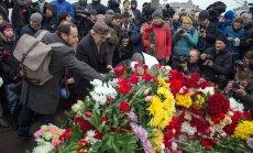 Nemtsovi mõrvapaik on mattunud lillemerre