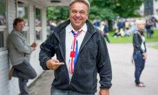 Allan Roosileht on raadiosaatejuhi ja diskorina kursis kõigega, mis meelelahutusmaailmas toimub.