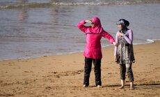 Burkiinikeeld praktikas: Prantsuse politsei karistab tõmmusid naisi ka muude riiete kandmise eest