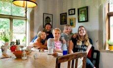 Rauno ja Epp ning nende kolm tütart – Liine, Teele ja Ella.