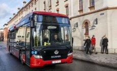 Samm edasi: Scania testib talvekülmas busside juhtmeta laadimist