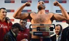 Vladimir Klitško (vasakul)  ja Tyson Fury (kaalul)