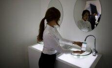 Eelmisel neljapäeval Soulis toimunud Samsungi uue telefoni esitlusel lasti Eestis uuena 700-800 eurot maksev nutifon veekindluse näitamiseks suisa kraani alt läbi.