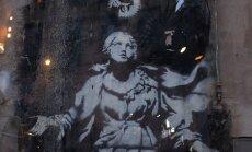 """""""Madonna püstoliga"""".Banksy seinamaal Napolis võtab hästi kokku linna keerulise olemuse, mida kirjeldab ka Elena Ferrante."""