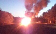 LUGEJA FOTO: Virtsu teel põleb lausleekides auto