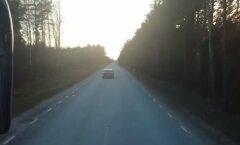 VIDEO: Kuidas roolijoodik Kihelkonna maanteel enda ja teiste elu ohtu seadis