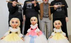 Люди и куклы несут радость детям