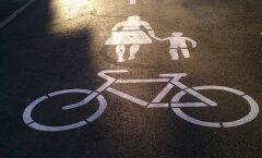 Kummal pool sõidavad rattad ja kummal pool liiguvad jalakäijad?