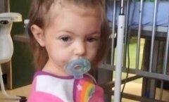 VIDEO: Õõvastav, kuid siiski õnneliku lõpuga lugu — väikelaps oli vanaema surma tõttu mitu päeva üksi, aga jäi ellu