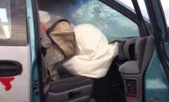 VIDEO: Hoiatus! Vaata, mis võib juhtuda, kui beebi on autos esiistmel