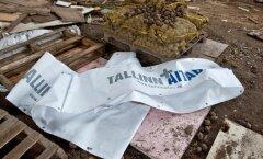 """Enne 2009. aasta kohalike omavalitsuste valimisi loosungi all """"Tallinn aitab"""" pakutud keskerakondlikud kartulid vedelesid hiljem koos plakatitega prügi sees."""