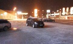 FOTO: Viimsis valis autojuht parkimiseks kummalise koha