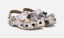 Jeerum! Selle aasta kuumim mood on kivikestega kaunistatud Crocsid