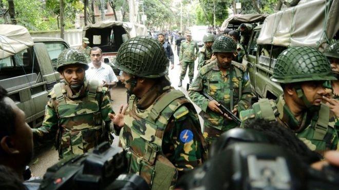 Захват боевиками ресторана вБангладеш: милиция освободила около 20 заложников