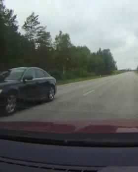 VIDEO | Janek Mäggi tuhises alarmsõidukiga Lõuna-Eestisse visiidile! Mäggi: see on iga ministri õigus alarmsõidukit kasutada