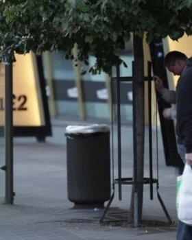 VIDEO ja FOTOD | Joobnud mehed tüütasid südalinnas möödujaid, kuni sekkus politsei