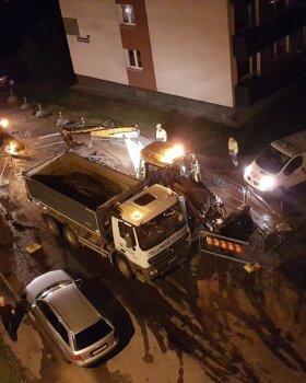 VIDEOD JA FOTO | Tallinnas Mustamäe teel lõhkes veetoru, elanikud on ilma veeta