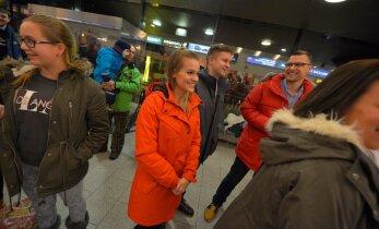 KLÕPS: Vahva! Kuldset Kellyt tervitas lennujaamas täna 23. sünnipäeva tähistav Getter Jaani