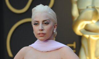 "FOTOD: Lady Gaga ostis Malibu rannale kauni ""talu"""