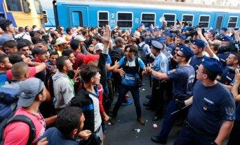 FOTOD ja VIDEO: Budapestis suleti ajutiselt pagulaste tõttu peamine rahvusvaheline raudteejaam